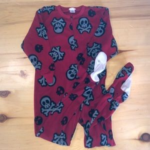 Boys XS Footie Pajamas Skulls